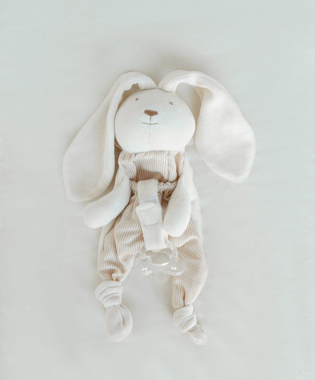 Porta-chupeta com coelhinho